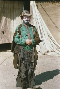 "Emmett Kelly - ""Weary Willie"", was a revolutionary circus performer who based his act on the ""hobo's"" of the depression - it took him many years to persuade the management to allow him to introduce the hobo face. I'm working on this look for Halloween. Emmett Kelly Clown, Art Du Cirque, Barnum Bailey Circus, Vintage Clown, Send In The Clowns, Clown Makeup, Makeup Art, Makeup Ideas, Circus Performers"