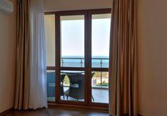 565lei Situat la doar 100 de metri de Marea Neagră şi de plajă, acest complex de apartamente de 4 stele din Nisipurile de Aur oferă o piscină încălzită în aer...