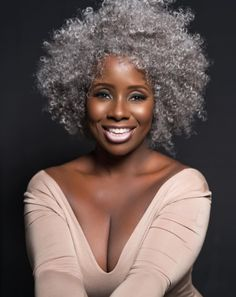 10 Photos That Show How Beautiful Gray Hair Really Is Beautiful Woman With Grey Hair Stunnin. Pelo Natural, Natural Hair Care, Natural Hair Styles, Natural Beauty, Natural Hair Accessories, Big Hair, Your Hair, Pelo Afro, Hair Journey
