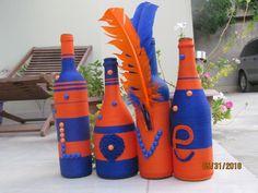 bouteilles décoratives  pour un mariage Bottle, Home Decor, Door Accessories, Diy Door Mats, Decorate Mirror, Decorative Bottles, Working Tables, Decoration Home, Room Decor