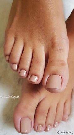 45 Amazing Toe Nail Colors To Choose For Next Season Acrylic Toe Nails, Painted Toe Nails, Gel Toe Nails, Pretty Toe Nails, Cute Toe Nails, Cute Toes, Pretty Toes, Minimalist Nails, Chic Nails