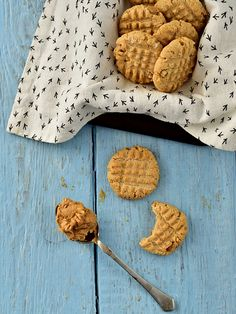Arašídové sušenky bez lepku a laktózy Gluten Free, Xmas, Cookies, Sweet, Desserts, Food, Biscuits, Natal, Crack Crackers