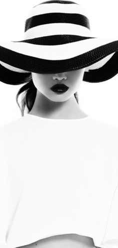 Black on White, black and white stripes, hats, white outfit, model Black White Fashion, Black White Photos, Black White Stripes, Black And White Hats, Black And White Portraits, Black And White Photography, Portrait Photography, Fashion Photography, Ideias Fashion