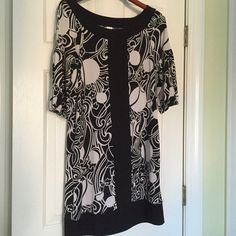 Black and White Dress Shift dress with black and white design. Sangria Dresses