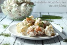 This healthy Buttermilk Ranch Potato Salad is the perfect easy recipe for your next barbecue. So creamy, tangy and low in fat! Making Potato Salad, Ranch Potato Salad, Ranch Potatoes, Buttermilk Ranch, Buttermilk Recipes, Healthy Potatoes, Vegetarian Side Dishes, Feel Good Food, Peeling Potatoes