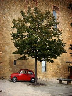 A cool place to park in Montepulciano, Tuscany | Italy