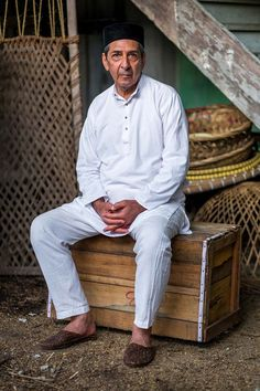Indian Summers (2015) - Darius Dalal played by Roshan Seth