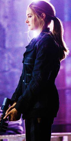 Shailene Woodley as Tris Divergent Poster, Divergent Hunger Games, Divergent Fandom, Divergent Trilogy, Divergent Insurgent Allegiant, Divergent Quotes, Insurgent Quotes, Tris And Tobias, Tris And Four