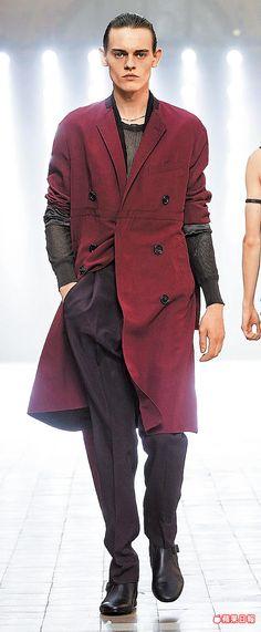 LANVIN 2016春夏男裝以短上衣搭高腰褲及長版寬大衣的搭配鮮活視覺比例。