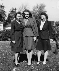 Norma Jeane with her half-sister Berniece (on left) and Bebe Goddard, Joven Marilyn Monroe, Marilyn Monroe Fotos, Young Marilyn Monroe, The Misfits, Montgomery Clift, Joe Dimaggio, Tony Curtis, Ginger Rogers, Dean Martin