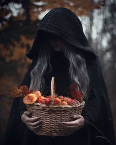 Find images and videos about black, nature and autumn on We Heart It - the app to get lost in what you love. Fete Halloween, Halloween Photos, Halloween Artwork, Halloween Themes, Halloween Costumes, Autumn Aesthetic, Witch Aesthetic, Dark Photography, Creative Photography