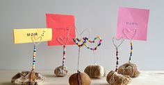 DIY tutorial for Mother's Day: hearts made of wire bent as a note holder - New Diy Gifts Trend Diy Gifts For Men, Gifts For Father, Gifts For Husband, Gifts For Family, Note Holders, Place Card Holders, Montessori Art, Daddy Birthday, Handicraft