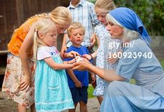 Search - Getty Images : adult talking to group of children