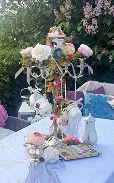 Alice in wonderland / boho themed centre piece available to hire through . Alice In Wonderland Tea Party Birthday, Alice Tea Party, Tea Party Theme, Alice In Wonderland Theme, Party Themes, Alice In Wonderland Decorations, Mad Tea Parties, Tea Party Wedding, Party Hats