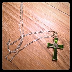 GREEN GEM STERLING SILVER PENDANT NECKLACE Very pretty cross. Stamped 925. Silver necklace chain. Jewelry Necklaces