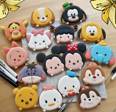 Disney Desserts, Cute Desserts, Disney Food, Macaron Cookies, Royal Icing Cookies, Clay Projects, Clay Crafts, Tsum Tsum Party, Kreative Desserts