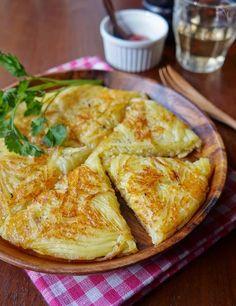 じゃがいもガレット by 楠みどり / 価格変動の少ない定番野菜であるじゃがいもを使ってガレットを作りました。チーズと一緒にこんがりと焼くと、外はカリッと中はもっちりとしてあとひく美味しさです。子ども用にはケチャップを添えて。ブラックペッパーをふると、ワインにも合うおつまみになります。 / Nadia Healthy Menu, Healthy Dinner Recipes, Appetizer Recipes, Breakfast Recipes, Vegetarian Recipes, Snack Recipes, Cooking Recipes, Cafe Food, Food Menu