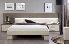 Cabezal con LEDS integrados de luz indirecta con combinación de colores beige y cacao. Accesorios metálicos de aluminio.