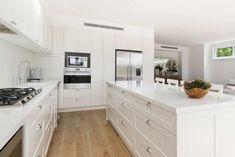 images of kitchen with awkward angular soaces Grey Kitchen Walls, Grey Kitchens, Kitchen Colors, Home Kitchens, Diy Cupboards, Clean Kitchen Cabinets, Diy Kitchen, Kitchen Ideas, Michelangelo