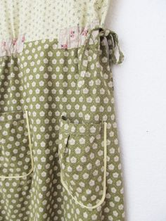 :: yes indeedy, a most delightfully greenie green of a dottie angel frock, made from the most delightfully softest quality vintage inspired cotton    :: this frock contains several jolly nice things  * a flattering empire waist with a-line shape  * oversized handy dandy pockets just like your granny used to have on her pinny  * bias binding and French seams (no serger used here)  * washed and dried several times to create a soft lived in vintagey feel  * side ties allowing you to synch the…