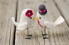 This is a new version of the crochet cake topper created by Hannah and Aspen. This cute couple of birds brings a cute and funny style for any