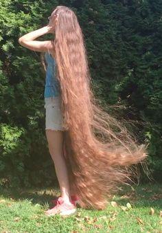 femme aux cheveux tres long