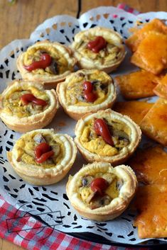 Koszyczki z ciasta francuskiego z pieczarkami – Smaki na talerzu Kebab, Onion Rings, Recipies, Healthy Recipes, Baking, Ethnic Recipes, Food, Impreza, Kitchens