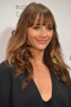 Bangs and curls are a simple but flattering look for Rashida Jones (and you, too).