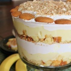 "If you have never heard of a ""Punch Bowl Cake"" before you simply need to take a large punch bowl and fill it with a sort of trifle /pudding cake recipe. That's what punch bowl cake essentially is and they look just as good as they taste. Banana Pudding Trifle, Banana Pudding Recipes, Pudding Cake, Banana Pudding Pound Cake Recipe, Vanilla Wafer Banana Pudding, Trifle Bowl Recipes, Homemade Banana Pudding, Dessert Simple, Desserts"