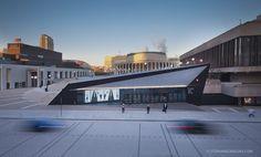 Entrée de l'Espace culturel Georges-Émile-Lapalme – Place des Arts