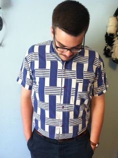 Men's Vintage Short Sleeved Blue and White Hatched Pattern Button Down Shirt.