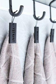 Pyyhemerkkjä, myös omalla nimellä. Towel badges, also with own name.