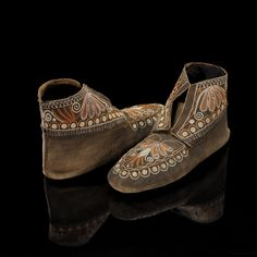 Moccasins, Wendat (Huron), circa 1820, Hide, moosehair, metal cones, dye/dyes. Sewn, dyed, embroidered
