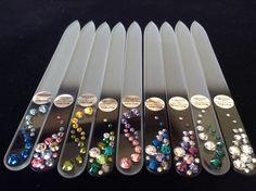 Limas de uñas de cristal templado, decorada con cristales Swarovski en todos los tonos que desees