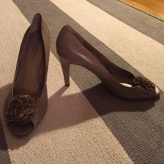 Bandolino nude flower heels - Sz 9 Nude heels with flower on toe Bandolino Shoes Heels