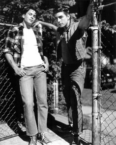 Rob Lowe as Sodapop and Tom Cruise as Steve on The Outsiders The Outsiders Steve, The Outsiders Cast, The Outsiders Imagines, The Outsiders Sodapop, Tom Cruise, Nothing Gold Can Stay, Stay Gold, Die Outsider, Dallas Winston