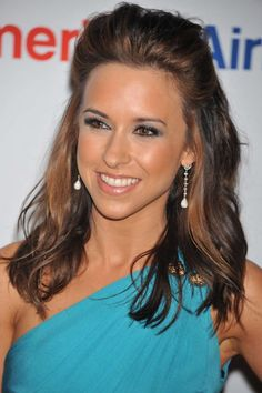 Image from http://seriesandtv.com/wp-content/uploads/2013/06/lacey-chabert-color-of-rain-hallmark2.jpg.