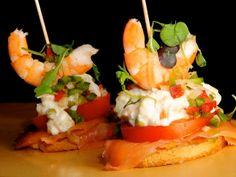 Receta | Montadito de salmón, anchoas y langostinos - canalcocina.es