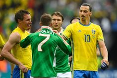 Sweden's forward Zlatan Ibrahimovic (R) leaves the pitch after the Euro 2016 group E football match between Ireland and Sweden at the Stade de France stadium in Saint-Denis on June 13, 2016. / AFP / MARTIN BUREAU