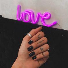 Handpoked Tattoo, Cute Tats, Small Tats, Finger Tats, Body Art Tattoos, Tatoos, Minimal Tattoo, Piercing Tattoo, Tattoo Inspiration