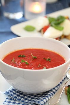 Tomatosoup with bruschetta and mozzarella