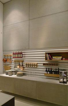 Wer innovative Küchen sehen wollte, durfte sich diesmal nicht auf das Mailänder Messegelände beschränken, sondern musste die weit über die Stadt verstreuten Showrooms abklappern.