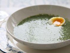 Spenatsoppa med ägghalva - skulle dock aldrig ha olivolja i! Skulle ev minska på el skippa grädden för en fräschare lättare soppa.