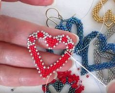 Beaded Open Heart Earrings ~ Seed Bead Tutorial - new season bijouterie Seed Bead Tutorials, Jewelry Making Tutorials, Free Beading Tutorials, Beading Patterns Free, Seed Bead Patterns, Weaving Patterns, Seed Bead Bracelets, Seed Bead Earrings, Heart Earrings