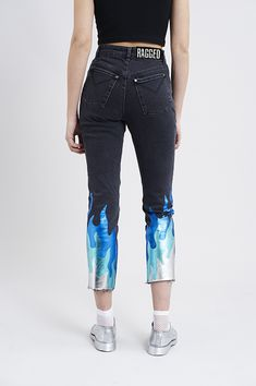 B L A C K L A B E L by The Ragged Priest. Charcoal denim jeans with foiled metallic flames, and classic branded tab. As this jean has added added stretch, they should fit true to size. ***please note that this item is currently available for pre-order purchase only. Your item will ship no later than 19/05. – Black Label Collection – 98% Cotton, 2% Elastane – Sizes 24,26,28,30,32,34 – Model is 5ft 9″ and wears a size 28