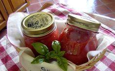 Un paio di anni fa, mio marito ed io decidemmo di cimentarci nella produzione di passata di pomodoro. Presi dall'entusiasmo acquistammo al...