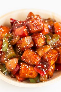 Sweet and sour tofu, made in just 30 minutes. A plant-based version of this classic Chinese food that is much better and healthier than take out! dinner chinese Sweet and Sour Tofu Easy Vegan Lunch, Vegan Lunch Recipes, Vegan Dinners, Healthy Recipes, Easy Tofu Recipes, Tofu Dinner Recipes, Firm Tofu Recipes, Whole Food Recipes, Cooking Recipes