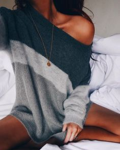 Only need one glance, you would be attracted by this chic and stylish sweater. It can ensure you an all-day comfort. The most eye-catching is its unique color block design. In these chilly mornings and nights, slip into this wonderful piece!