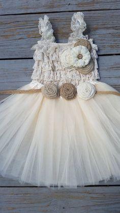 Rustikale Blumenmädchen Kleid - Creme/Ivory Tutu/rustikal Blumenmädchen/Land Blumenmädchen Kleid - Lace Romper-Land Hochzeit-Vintage Wedding-Strampler