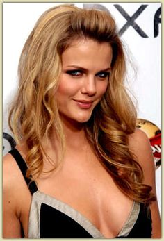 Brooklyn Decker Measurements came to the surface with a loud bang when she appeared repeatedly for 6 years in the Sports Illustrated magazin. Celebrity Measurements, Brooklyn Decker, Sports Illustrated, 6 Years, Bangs, Surface, Long Hair Styles, Celebrities, Beauty